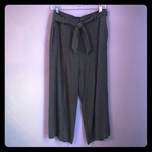 Ann Taylor cropped paper bag pants size-6